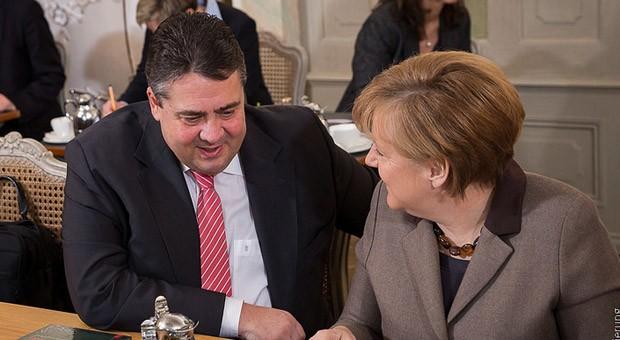 Bundeswirtschaftsminister Sigmar Gabriel und Bundeskanzlerin Angela Merkel auf der Kabinettsklausur im Schloss Meseberg.
