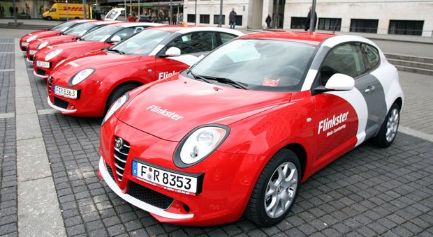 Daimler will sein Carsharing-Angebot Car2Go Mitte des Jahres mit den Flinkster-Autos der Deutschen Bahn verknüpfen.