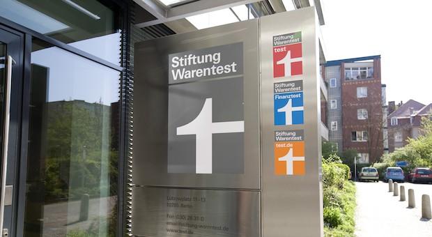 Eingang zur Zentrale der Stiftung Warentest