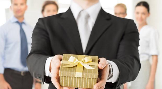 Geschenke an Geschäftspartner  können bei diesen zu einkommensteuerpflichtigen Einnahmen führen.