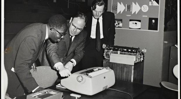 Präsentation des IBM System 360 in Nairobi, 1965