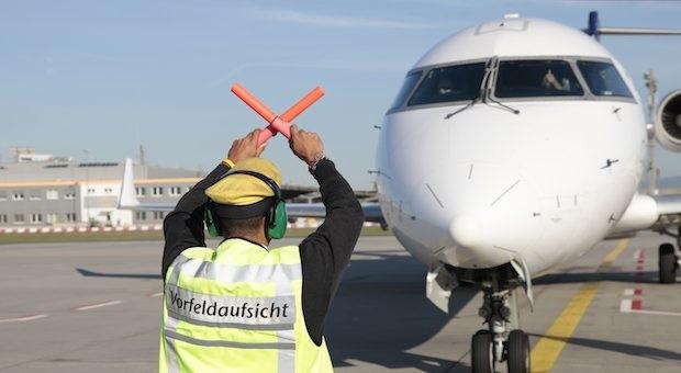 Das EU-Parlament kämpft für mehr Fluggastrechte. Unser Foto zeigt die Abwicklung einer Maschine am Frankfurter Flughafen.