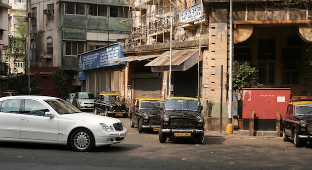Eine Straße in der indischen Hafenstadt Mumbai.