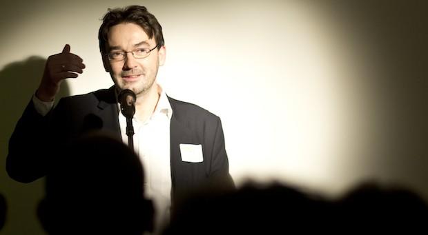 impulse-Chef Nikolaus Förster, hier auf der Feier zum einjährigen Geburtstag des Verlags
