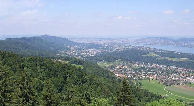 Blick über den Zürichsee nach Zürich