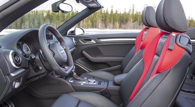 Der vordere Innenraum des Audi S3 Cabrio.