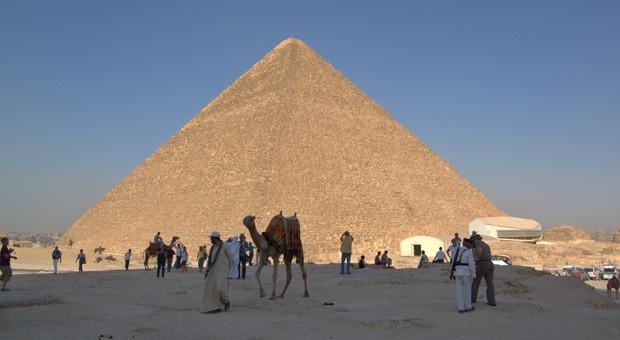 Beliebtes Touristenziel: die Pyramiden von Gizeh, hier im Bild die Cheops-Pyramide.