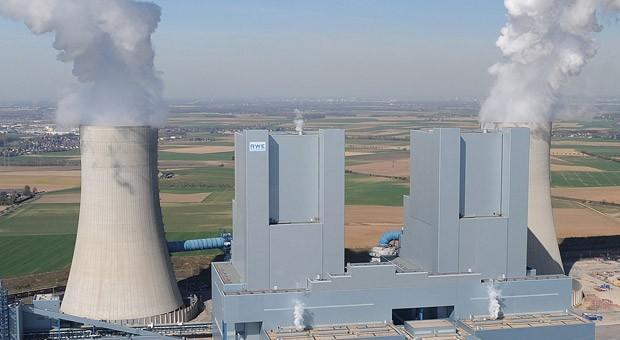 Ein Braunkohle-Kraftwerk von RWE in Neurath