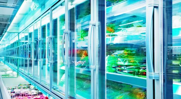 Immer weniger Verbraucher greifen im Supermarkt ins Kühlfach.