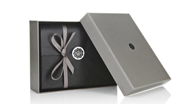 Eine Glossybox mit Pflege- und Styling-Produkten für Männer