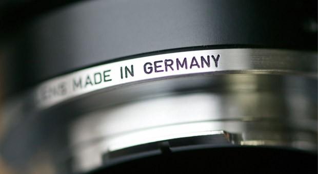 """Der Schriftzug """"Made in Germany"""" auf dem Objektiv einer Leitz-Kamera"""