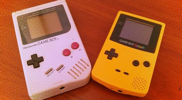 Klassiker unter den mobilen Spielekonsolen: Game Boy und Game Boy Color.