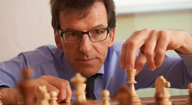 Abschalten und Kraft tanken: Schach begeistert viele Unternehmer - zum Beispiel Rüdiger Tibbe von der Beratungsfirma Excelliance.
