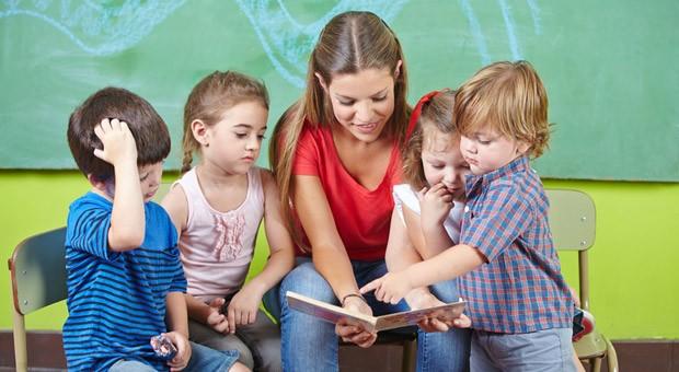 Platz 5: Kita- und Kindergartenmitarbeiter. Der stressige Job mit Kindern wird von fast allen Befragten hoch angesehen (2013: Platz 4).