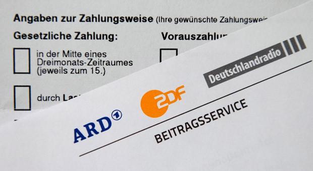 Ein Schreiben des Beitragsservice von ARD, ZDF und Deutschlandradio: Seit Januar 2013 richtet sich die Höhe des Beitrags für Firmen nach der Anzahl der Niederlassungen, Beschäftigten und Dienstwagen.