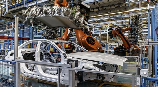 Einblick in die Mercedes-Produktion am Standort Bremen.