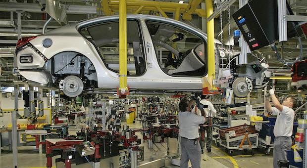Opel-Produktion: Im April brachten die Rüsselsheimer rund acht Prozent mehr Autos auf die Straße - gleichzeitig brachen die Zahlen der Konzernschwester Chevrolet ein