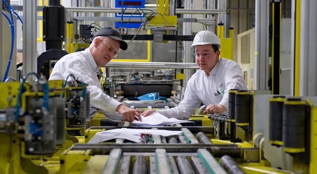 Für viele Arbeitnehmer in der Autobranche - wie hier etwa im Opel-Werk Eisenach - fallen die Betriebsferien aus.