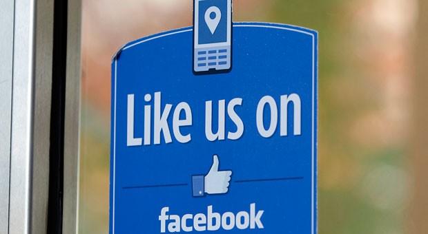 Ein Schild im Fenster reicht nicht aus, um in den sozialen Netzwerken Erfolg zu haben, wie unsere Erfahrungsberichte rund ums Thema Social Media zeigen.