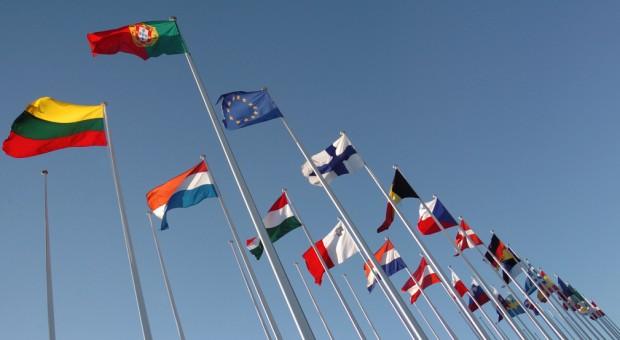 Die Flagge der EU und der MItgliedsländer der Union.