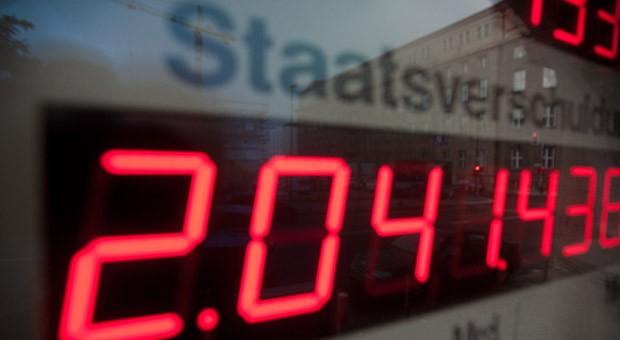 Die Schuldenuhr des Die Schuldenuhr des Bundes der Steuerzahler, hier ein Bild vom Juni 2012