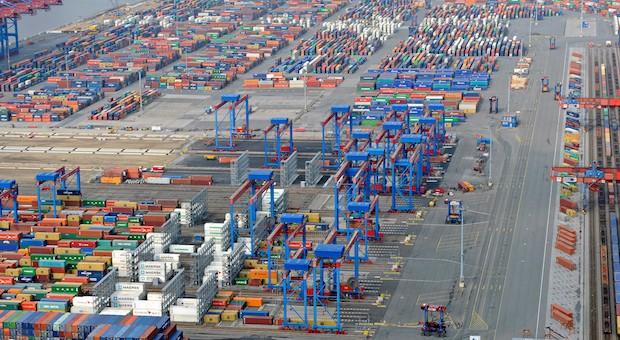 Ein Teil des Hamburger Hafens aus der Vogelperspektive.