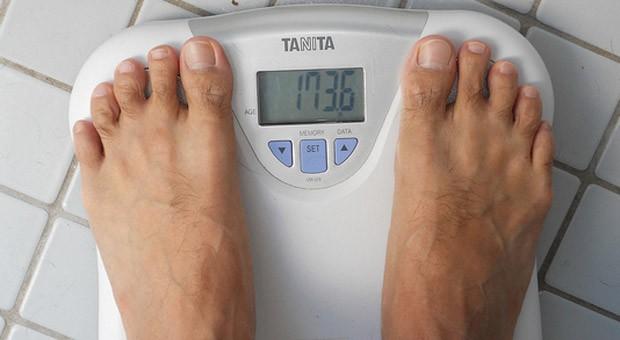Wissenschaftler haben einen Zusammenhang zwischen Körpergewicht und Verdienst nachgewiesen.