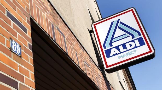 Ein Aldischild in Essen.  Im selben Haus begann vor 100 Jahren der Bäcker Karl Albrecht einen Handel mit Backwaren. Später wurde der Laden von seinen Söhnen Karl und Theo übernommen