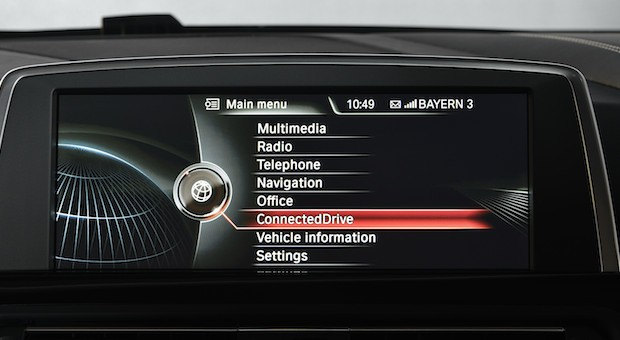 Unter anderem BMW setzt auf onlinebasierte Dienste im Auto.