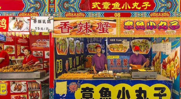 Wer in China Geschäfte machen will, sollte sich vorher mit dem Business-Knigge beschäftigen.