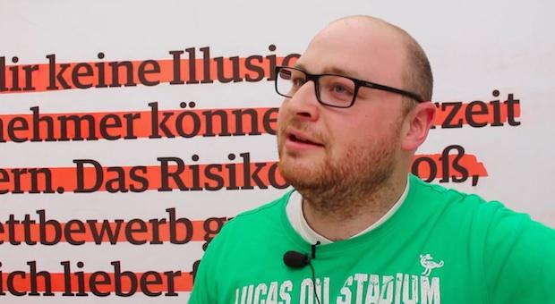 """Unternehmer Benjamin Milbach in der impulse-Box auf der Messe """"Antrieb Mittelstand"""""""