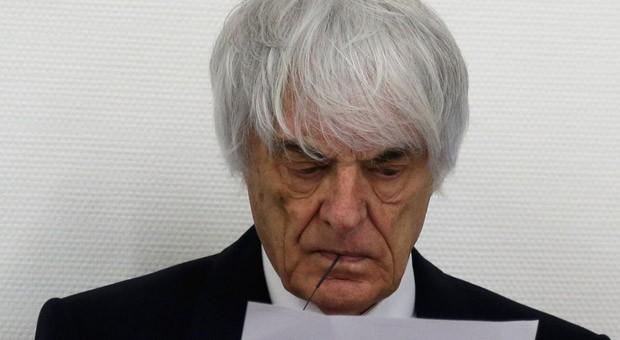 Formel-1-Chef Bernie Ecclestone vor einer Verhandlung im Bestechungsprozess gegen ihn.