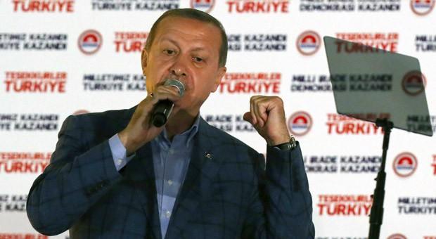 Triumph: Recep Tayyip Erdogan bei seiner Siegesrede in Ankara