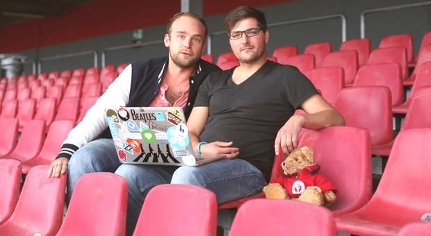 Felix Schlebusch (links) und Jan Kus im Stadion von Fortuna Köln
