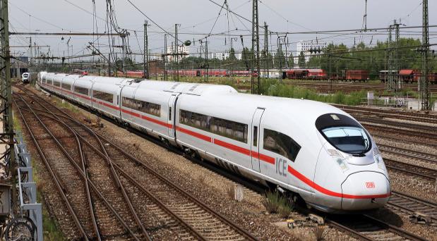 Die ICE-Flotte der Deutschen Bahn soll in den kommenden Monaten aufgerüstet werden.