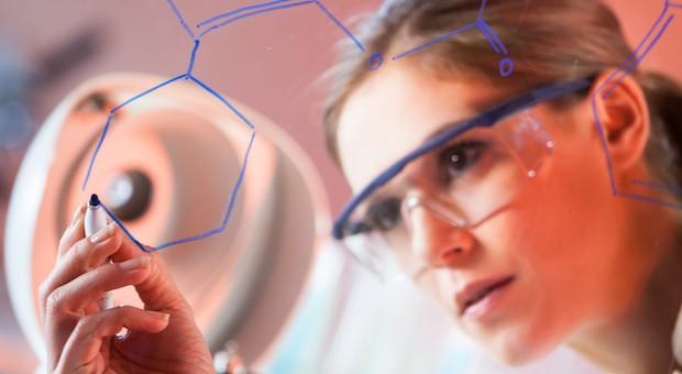 Wenn Frauen sich für ein naturwissenschaftliches Studium entscheiden, wählen sie meistens Pharmazie, Biologie oder Mathematik.