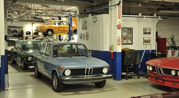 Der Eingang zur BMW-Garage von Ronald Dethlefsen