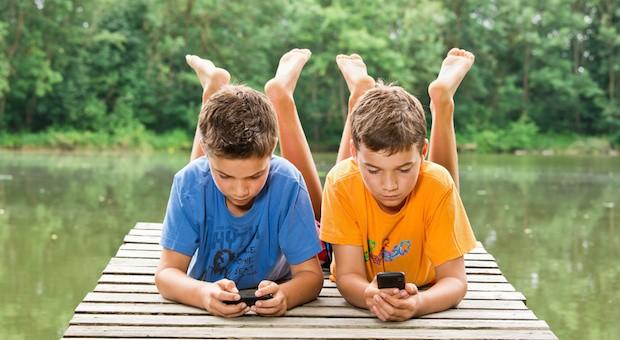 57 Prozent aller 6- bis 13-Jährigen besitzen bereits ein eigenes Handy oder Smartphone.