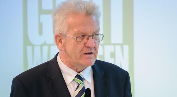 Winfried Kretschmann (Grüne) warnt vor zu hohen Belastungen für Unternehmen.