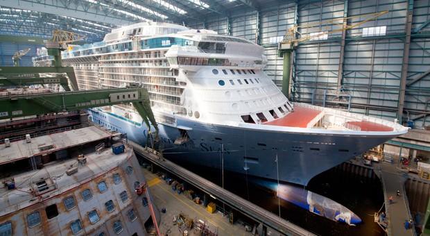 """Arbeiten am Schiff """"Quantum of the Seas"""" bei der Meyer Werft."""