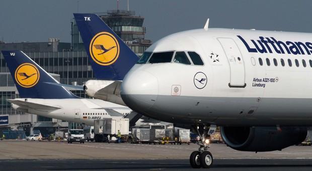 Lufthansa-Maschinen am Flughafen.