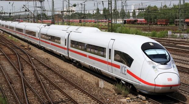 Ein ICE der Deutschen Bahn.