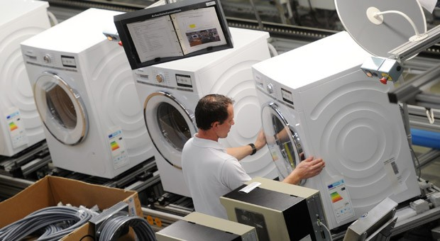 Montage von Waschmaschinen bei BSH in Nauen.