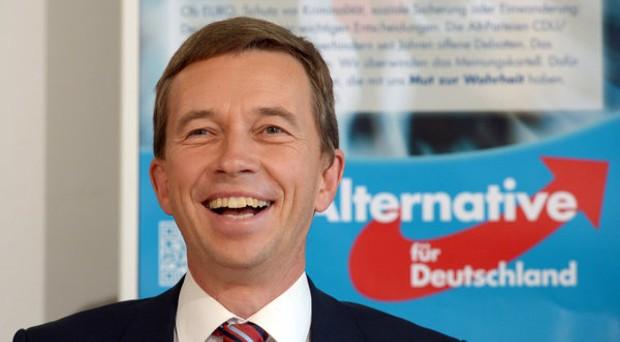 Der Bundesvorsitzende der Partei Alternative für Deutschland (AfD), Bernd Lucke begrüßt die Wahlergebnisse. Die AfD schaffte bei den Landtagswahlen in Thüringen und Brandenburg mit zweistelligen Ergebnissen den Einzug in die Parlamente.