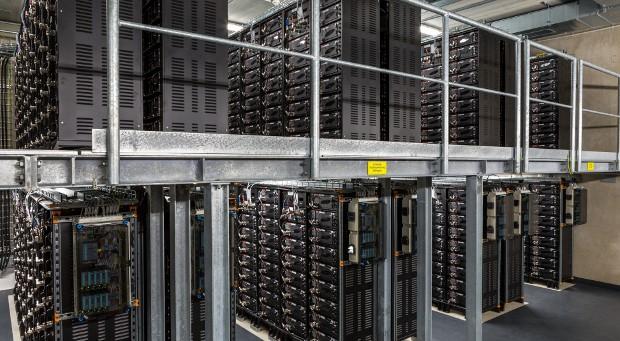 Der Innenraum des Batteriespeichers.