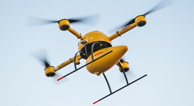 Im Testbetrieb: Mit dieser Drohne lässt die Post Pakete fliegen.