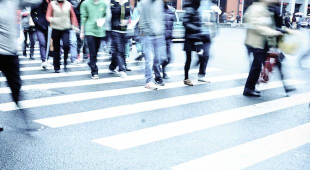 Die internationalen Krisen gehen auch an den Verbrauchern in Deutschland nicht spurlos vorbei. Sie befürchten eine neue wirtschaftliche Krise.