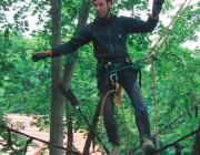 Wenn Veit Hermann Bäume beschneidet, darf er nicht straucheln. Der Handwerker setzt deshlab auf mehrere Sicherheitssysteme.