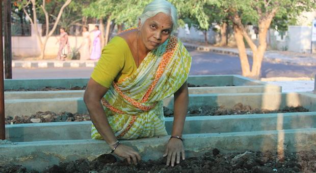 Die Unternehmerin U. Padmavathi an in ihrer Kompostanlage im Aleap-Industriepark.