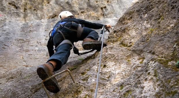Wer klettert, ist auf den sicheren Aufstieg fokussiert. Auch im Job sollte man Multitasking vermeiden.